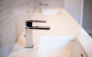1 Modern Home Design & Build-Interior-BathroomDetail2